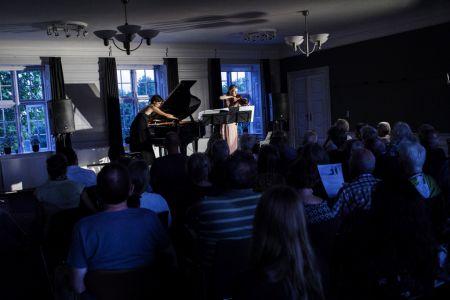 Duo Hellqvist spiller på Hindsgavl Festival 2018. Foto Mathias Løvgreen