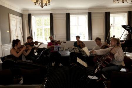 Strygesekstet øver Brahms