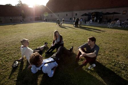Pause på græsplænen